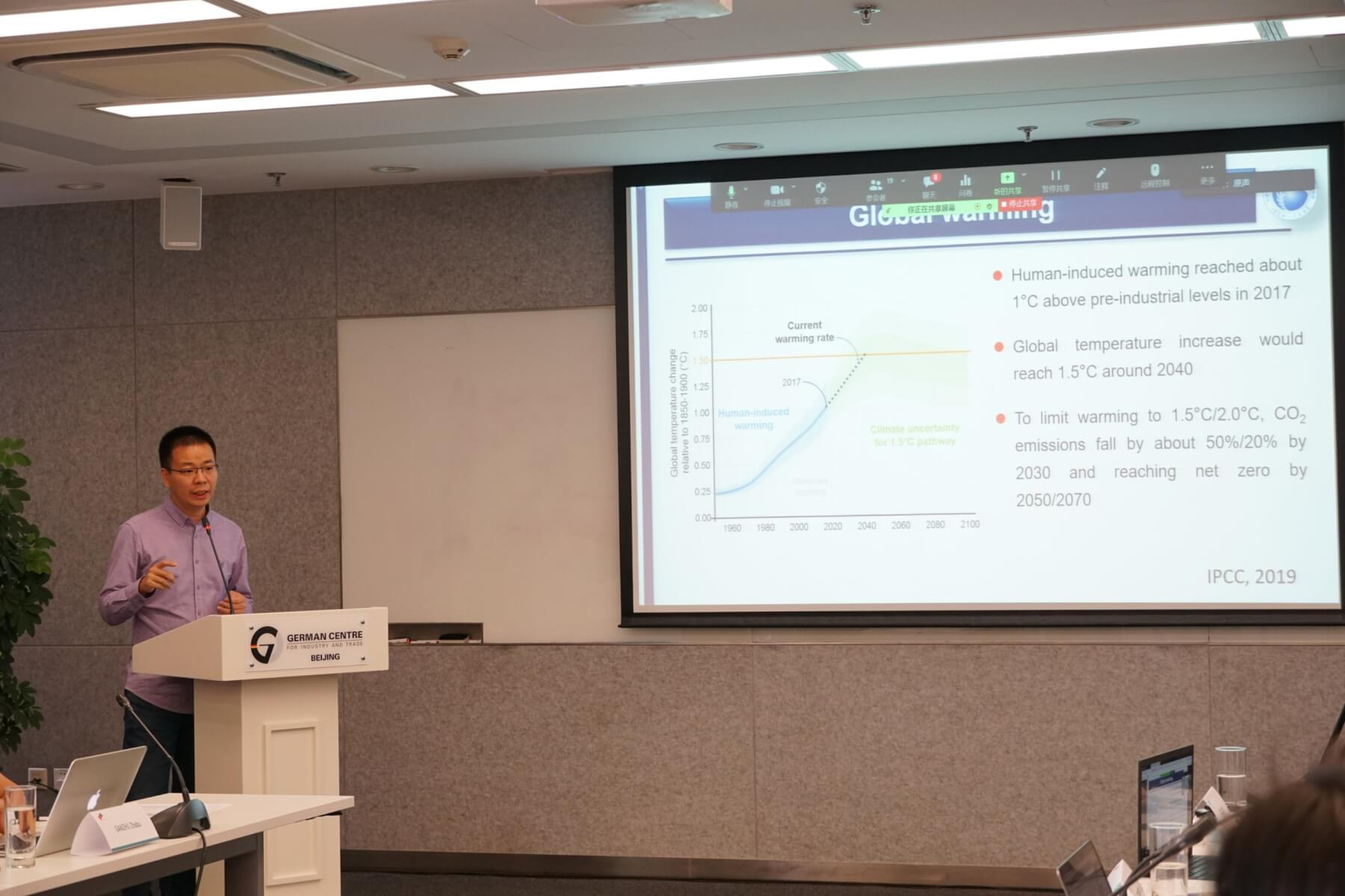 Mr. Wang Bin presents his findings on increasing rice yield wahile reducing greenhouse gas emissions.