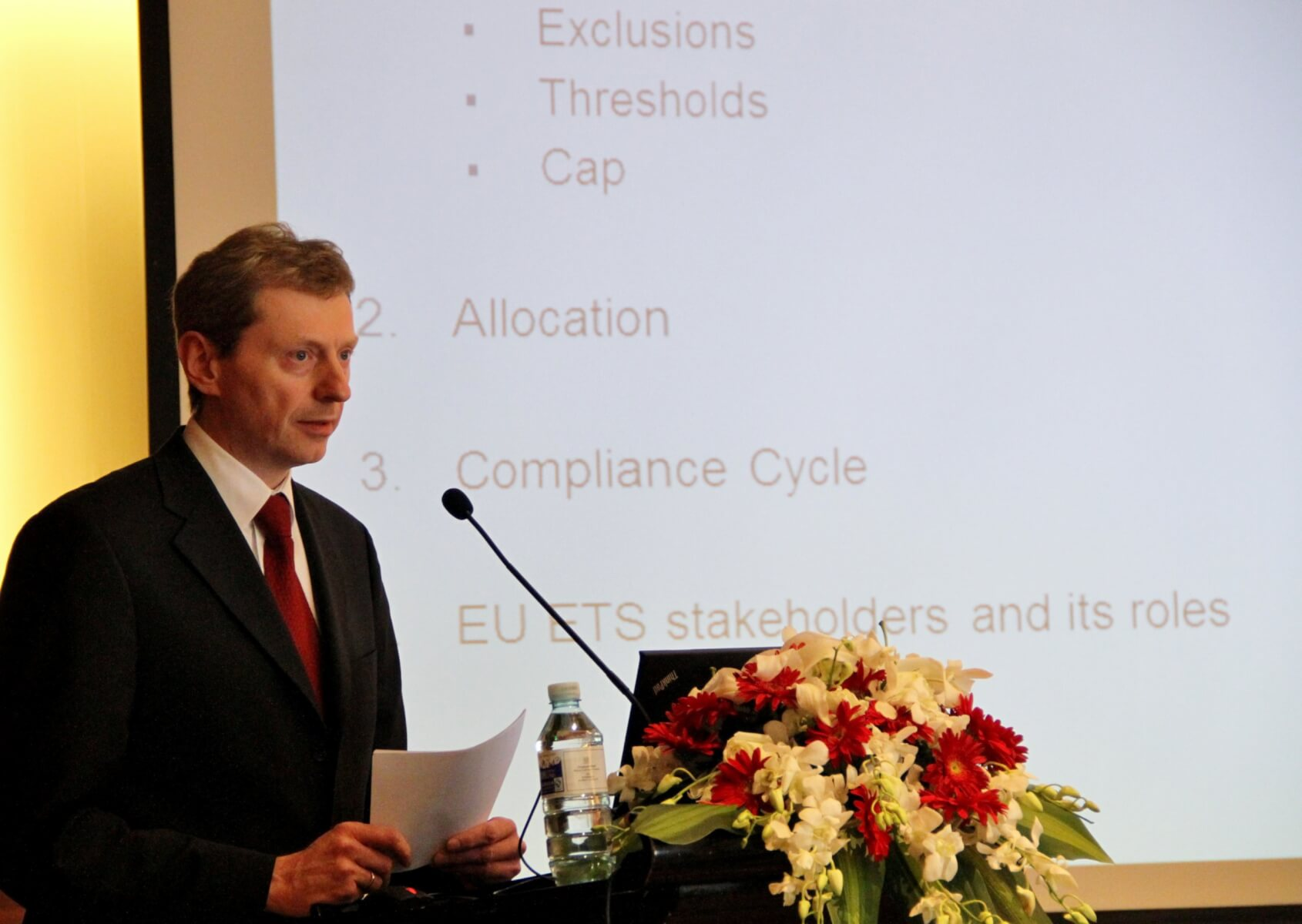 Dr. Olaf Hölzer-Schopohl, Head of the Aviation Unit at the German Emissions Trading Authority (DEHSt)